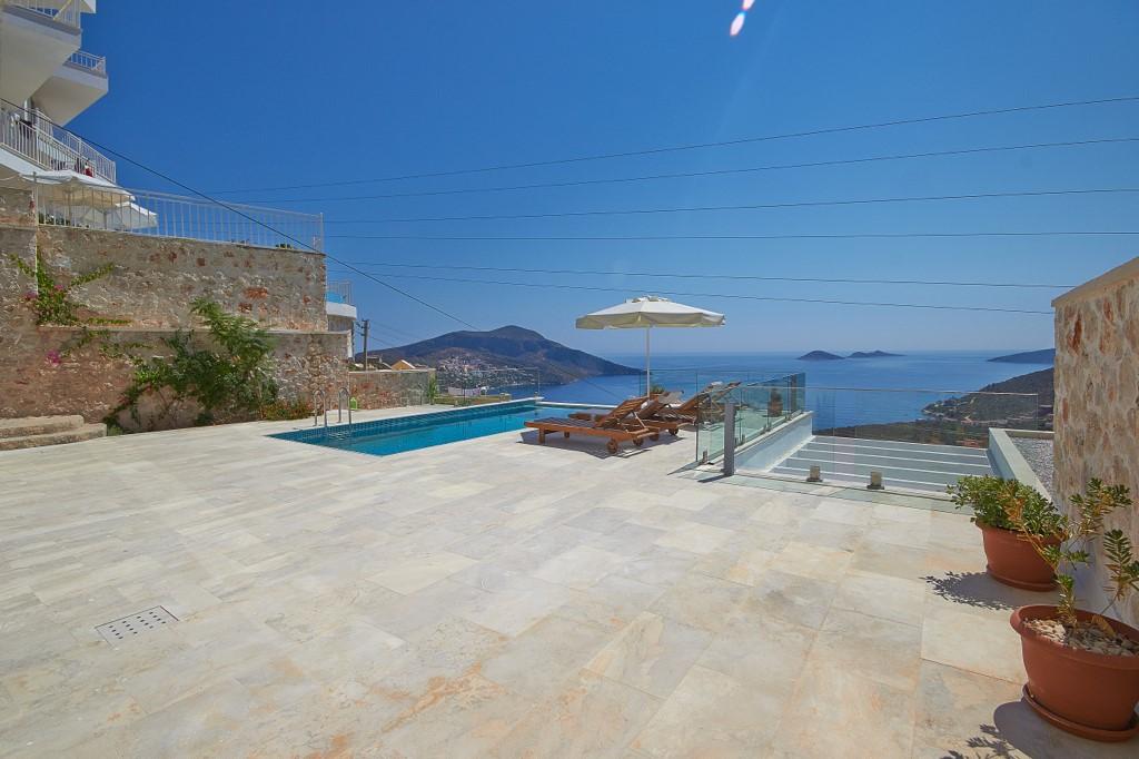 Spacious Terrace At Villa Swan