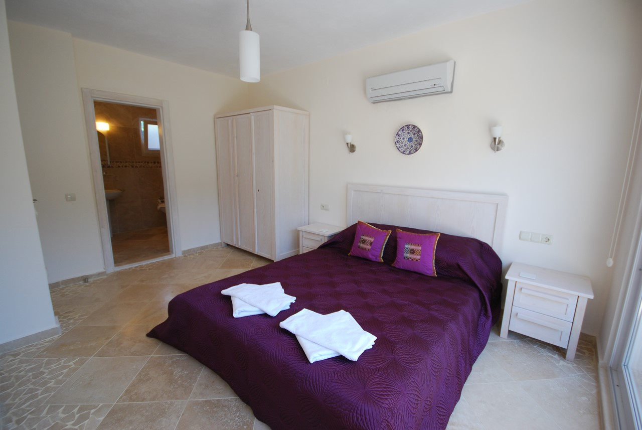 Spacious Double Bedroom With En Suite