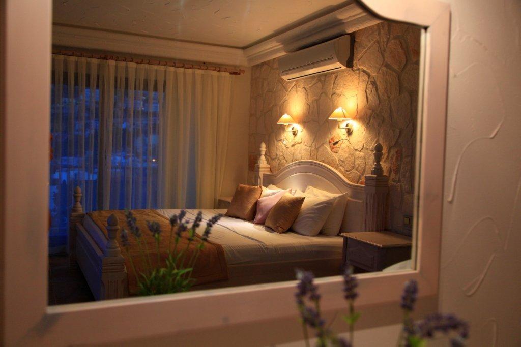 Deluxe Suites Oasis Hotel 15