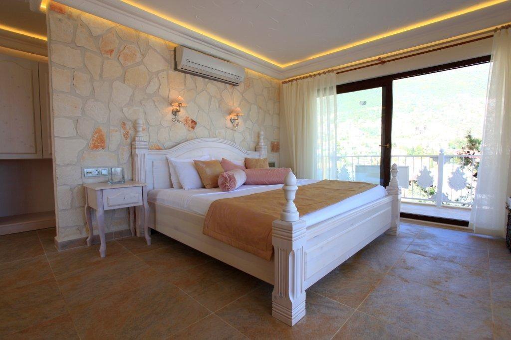Deluxe Suites Oasis Hotel 2