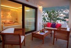 Deluxe Suites Oasis Hotel 11