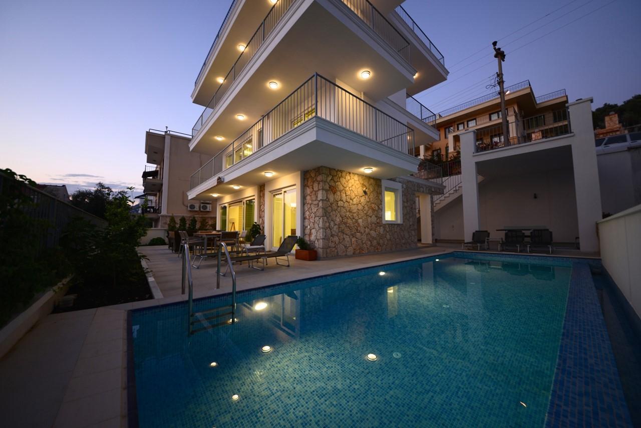 Casa Mare At Night