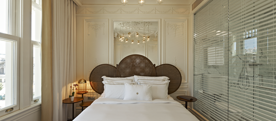 The House Hotel Bosphorus Deluxe Suite Bed
