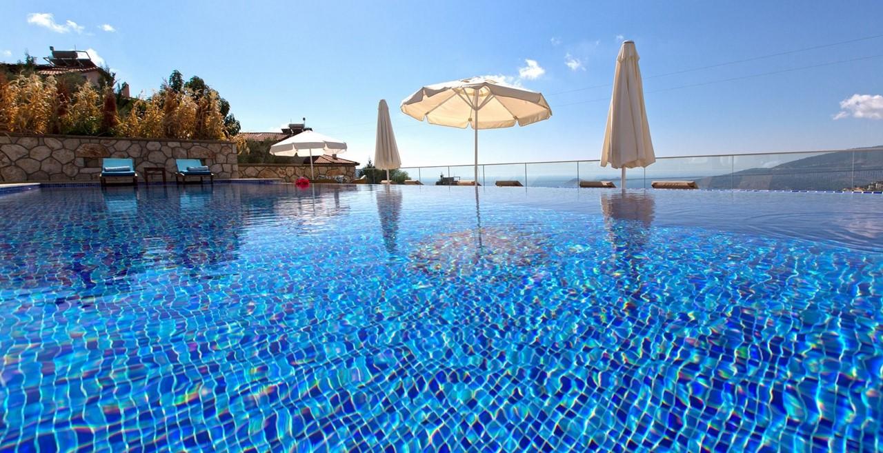 11 X 4 Private Pool