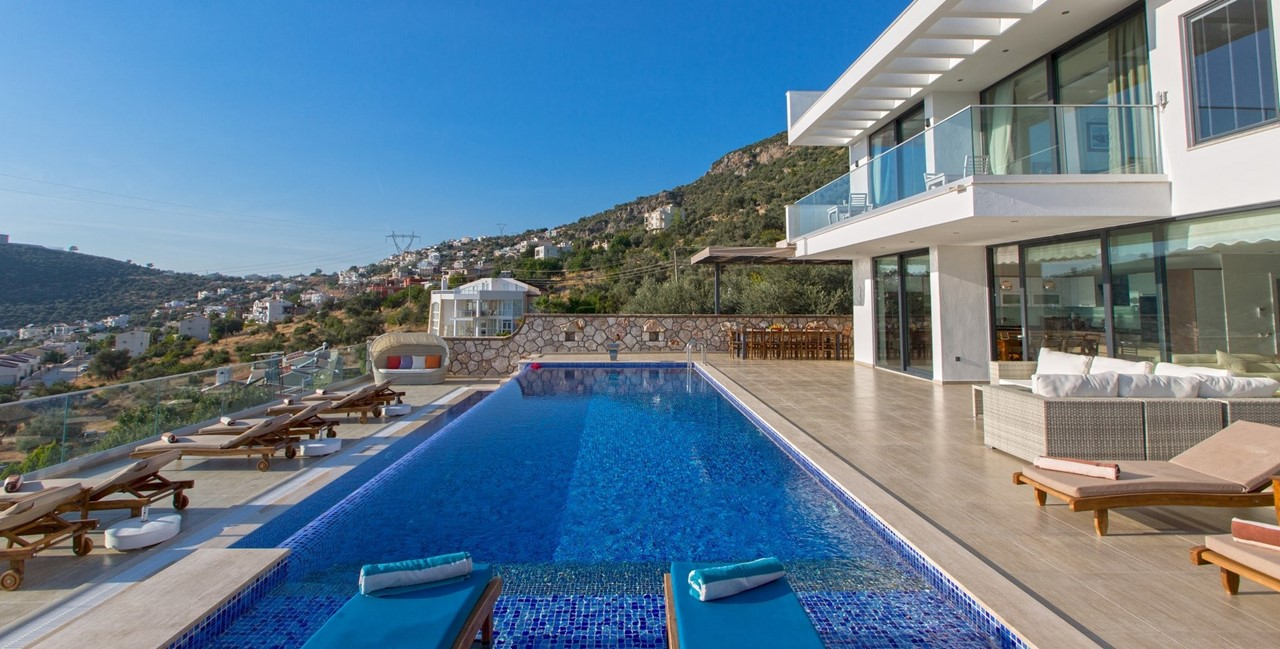 Extensive Pool And Plenty Of Space To Relax