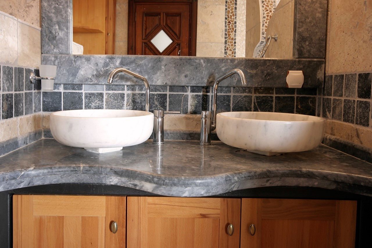 Double basins in the master bed en-suite