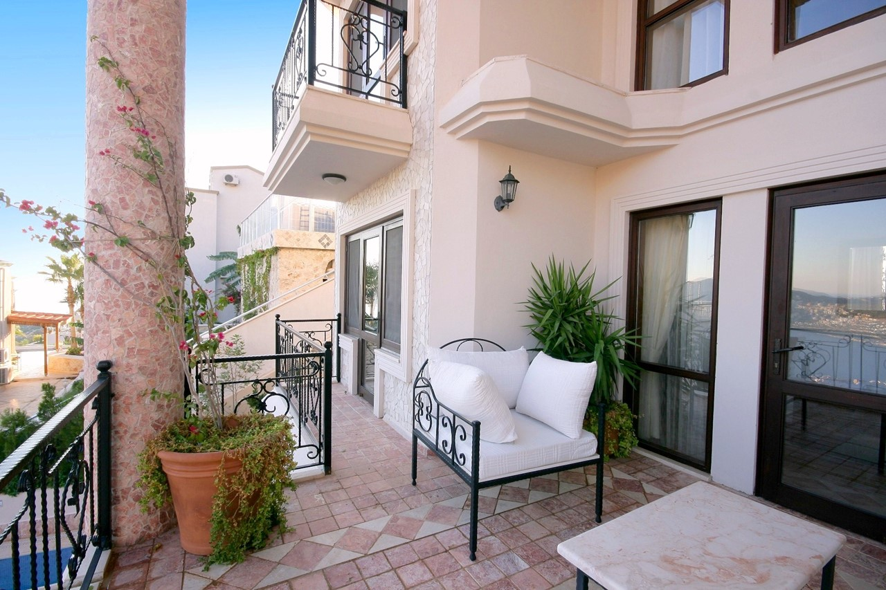 Large furnished sea view balcony