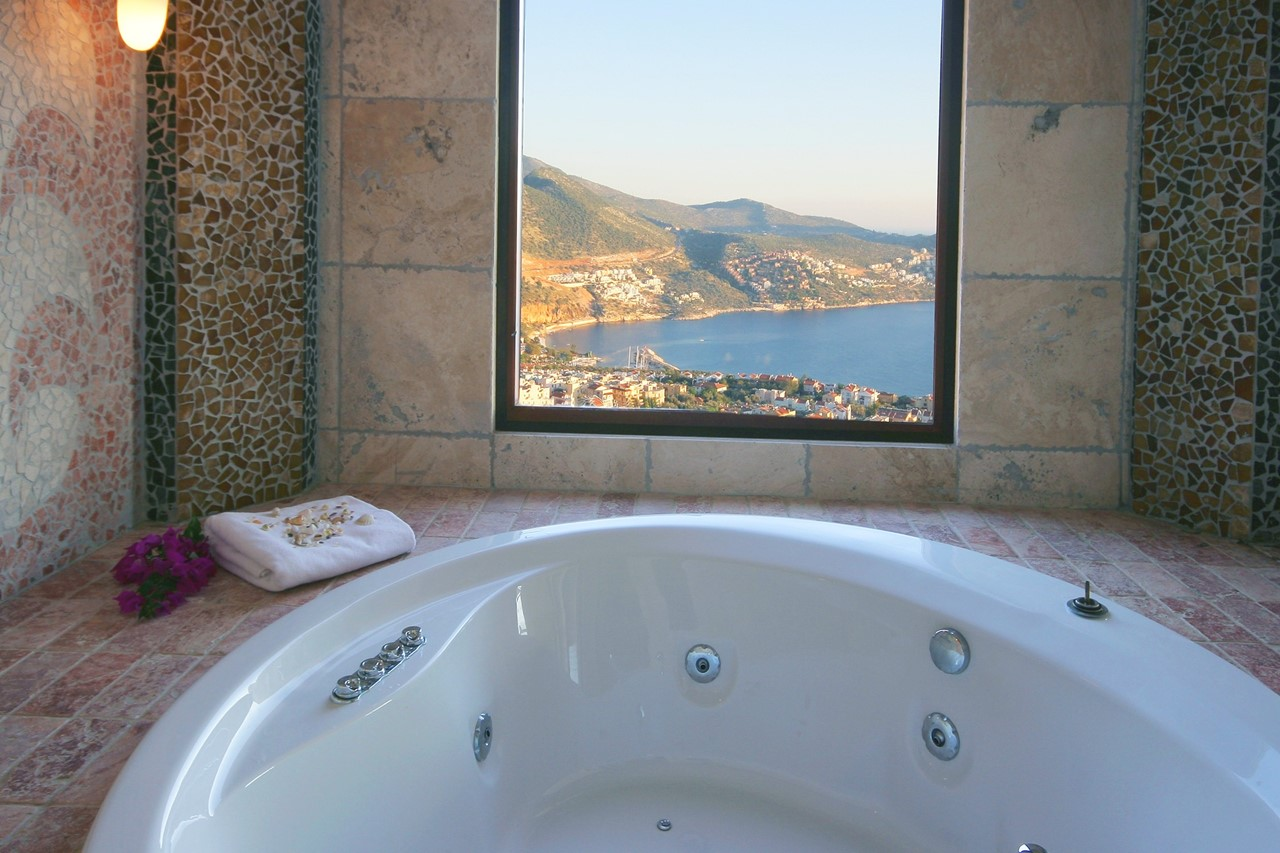 Master bed Jacuzzi with sea views