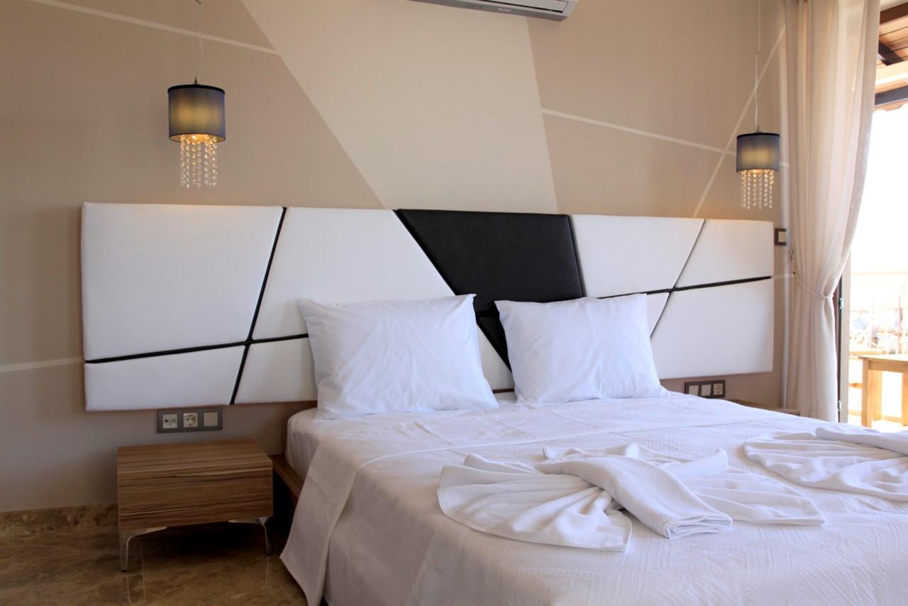 Contemporary double bedroom