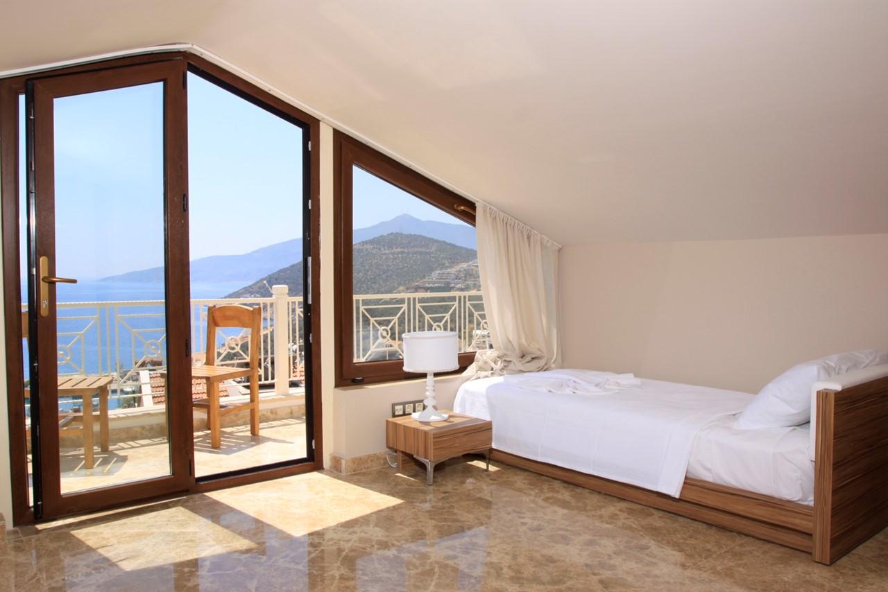 Twin bedroom with fantastic sea views