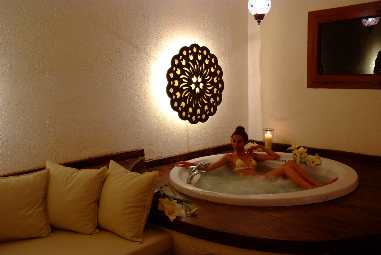 Relaxing hot tub room