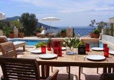 Alfresco dining at Villa Nathalie