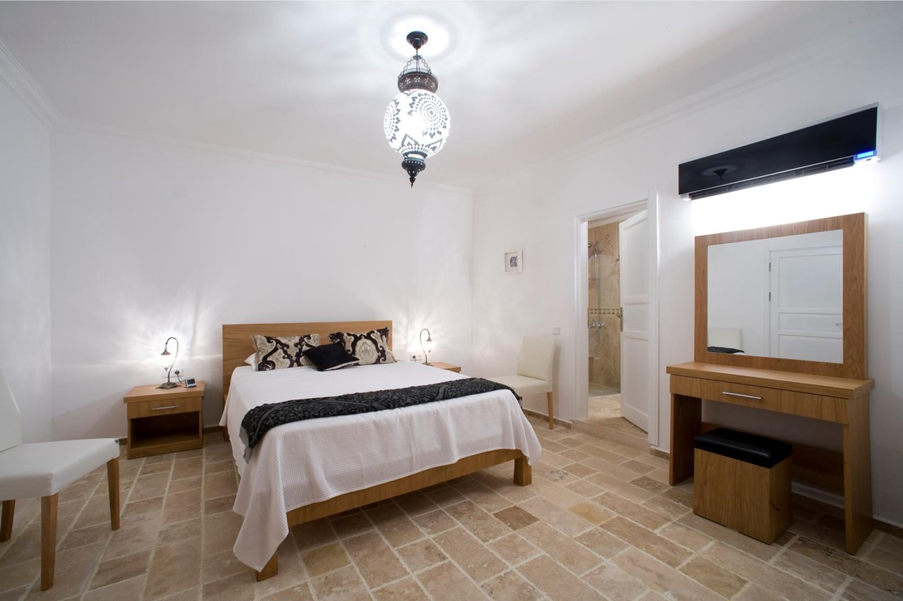Elegantly furnished bedroom with en-suite