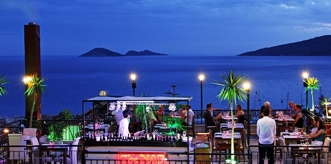 Kalkan restaurants experience the famous open roof for Restaurant with terrace