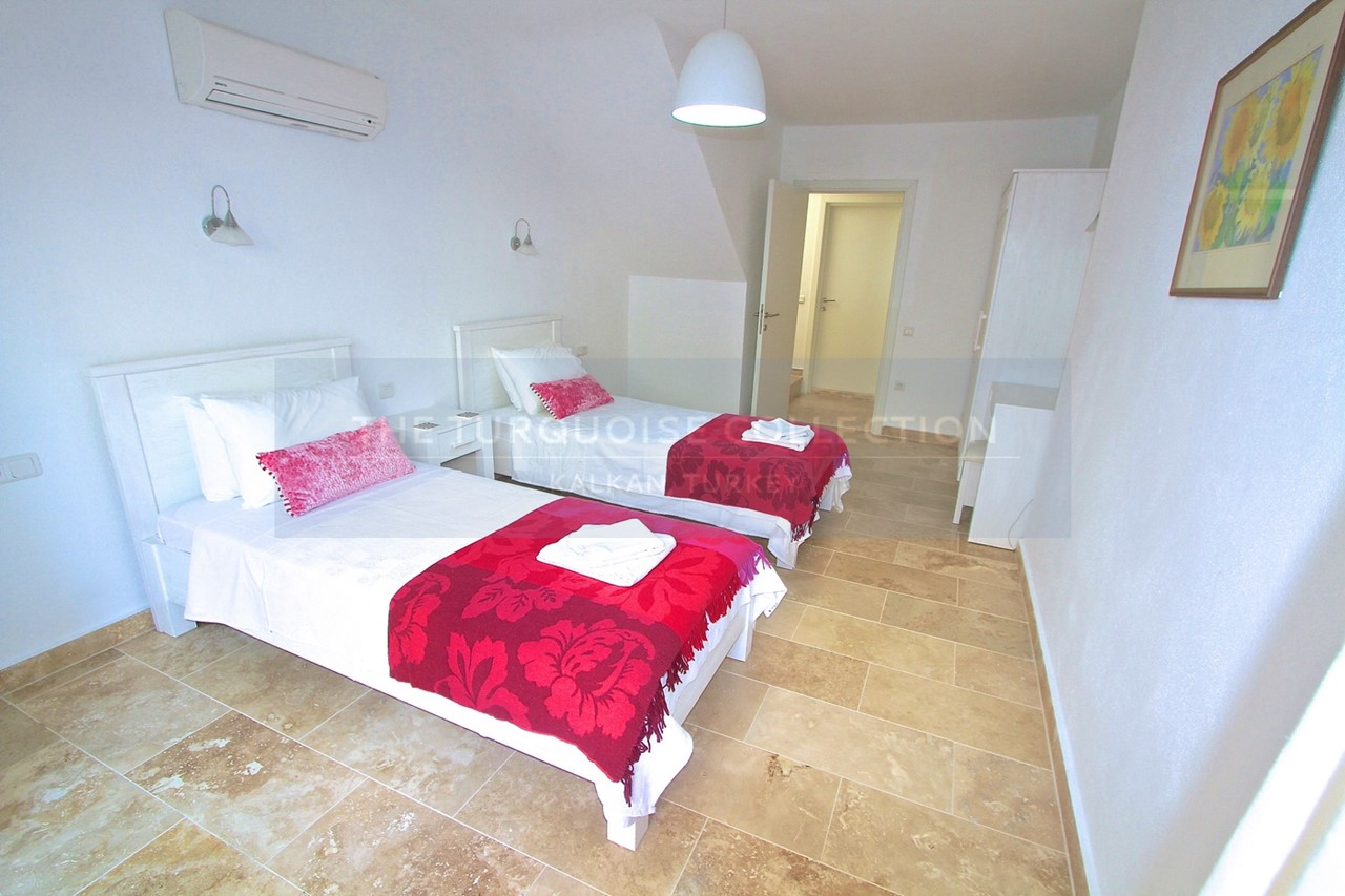 Large twin bedrooms