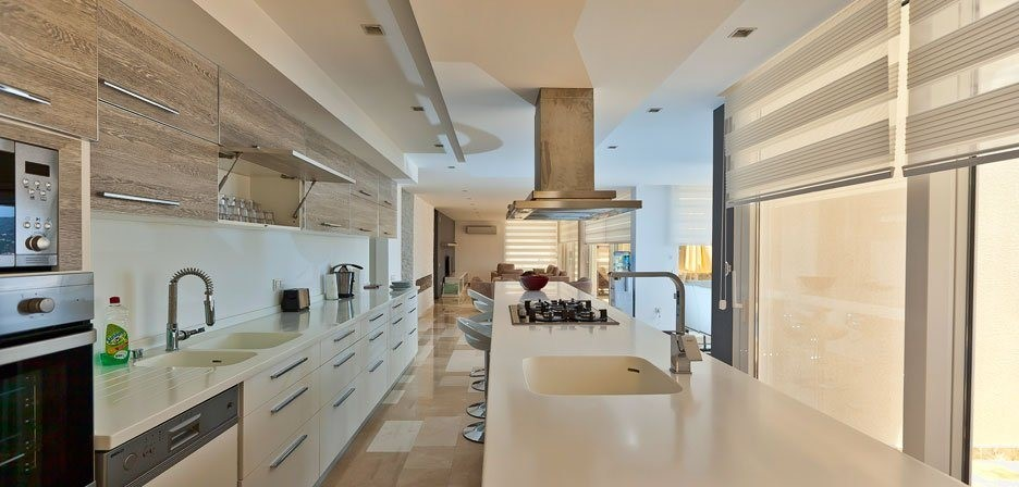 Large, modern and fully fitted kitchen