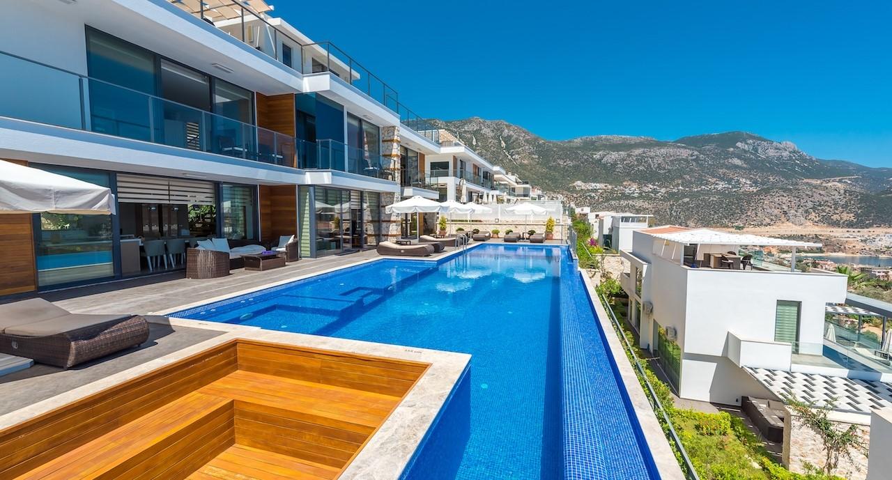 9 Villa Elmas
