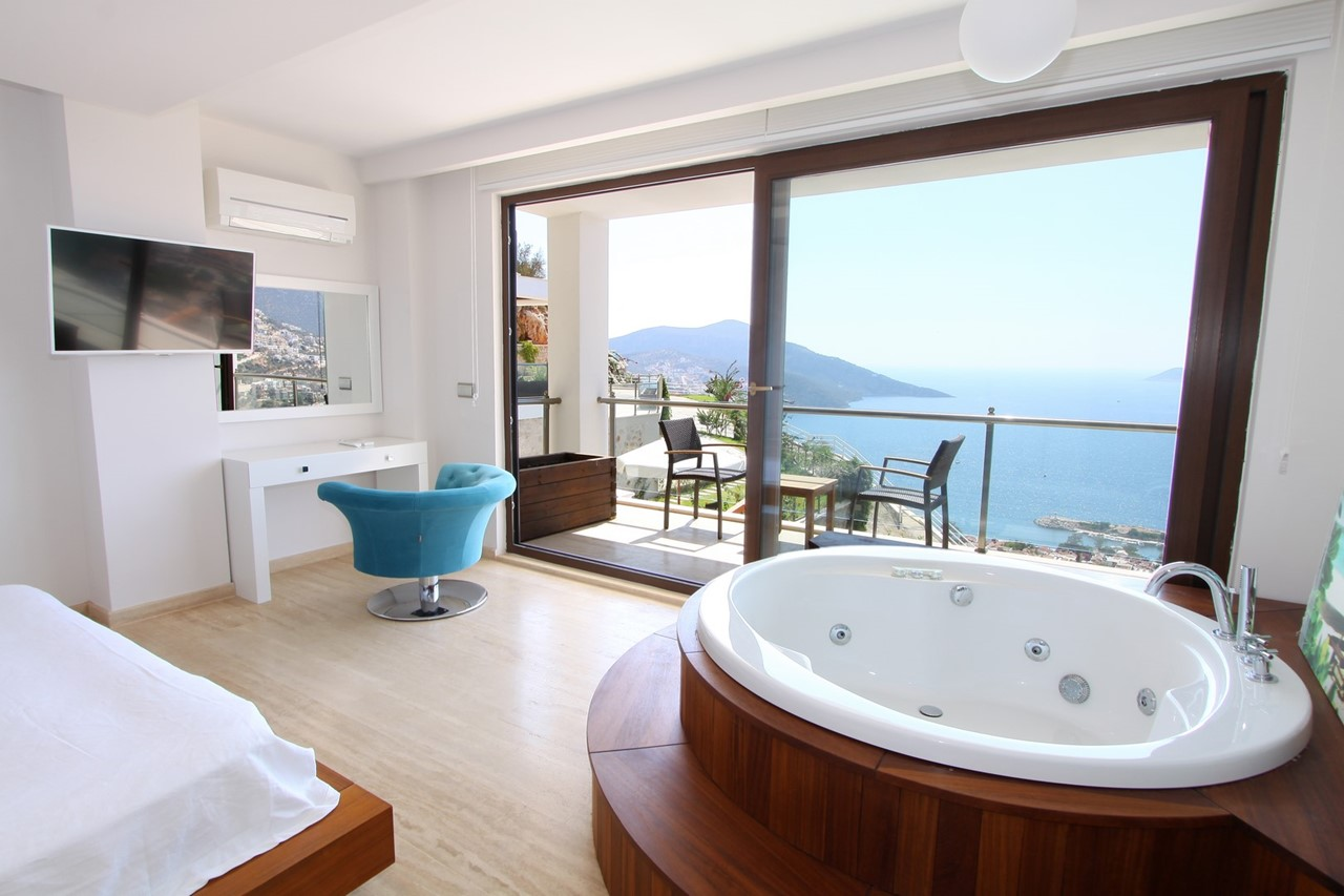 Jacuzzi Bath In Master Suite