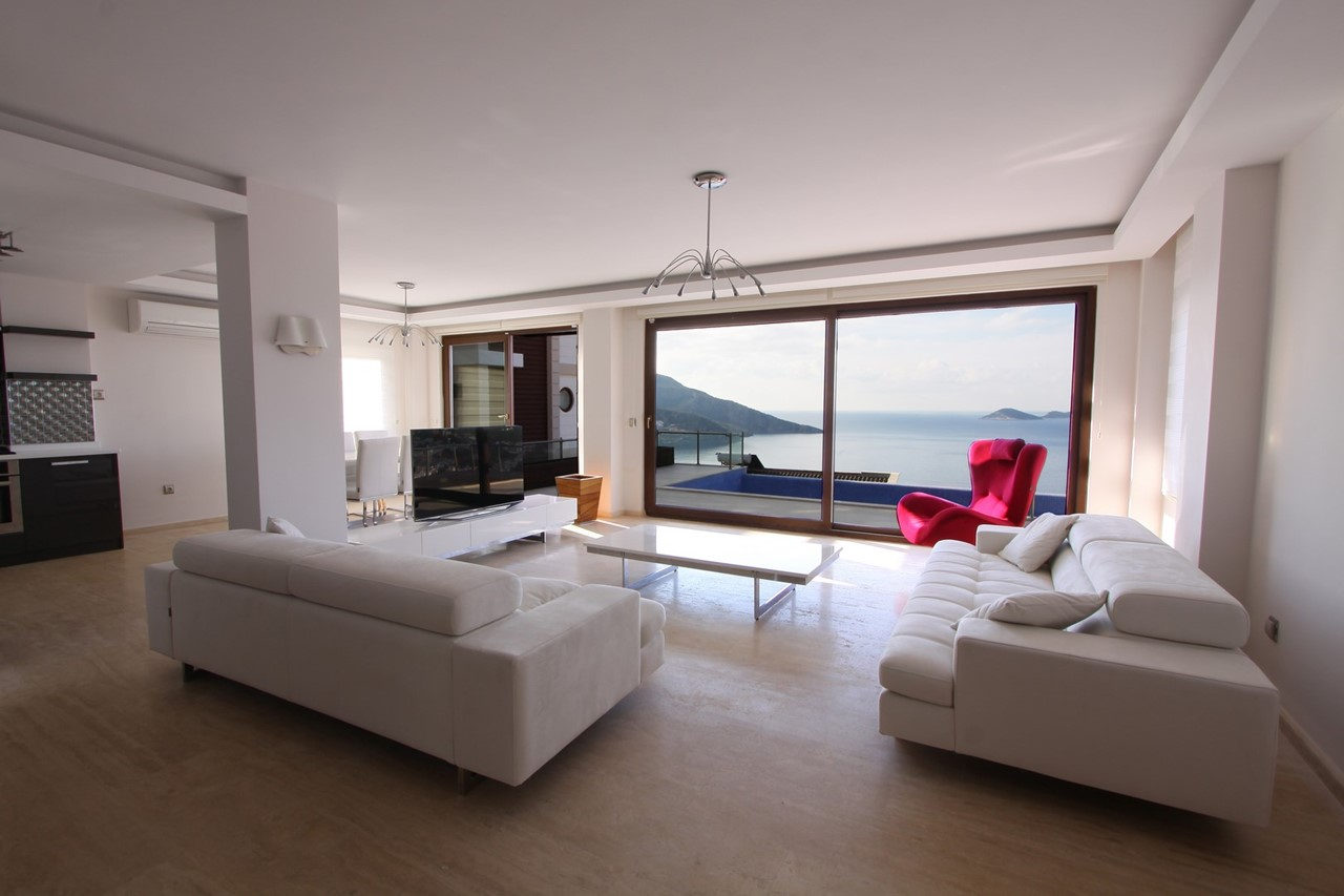 Living Space With Astounding Views
