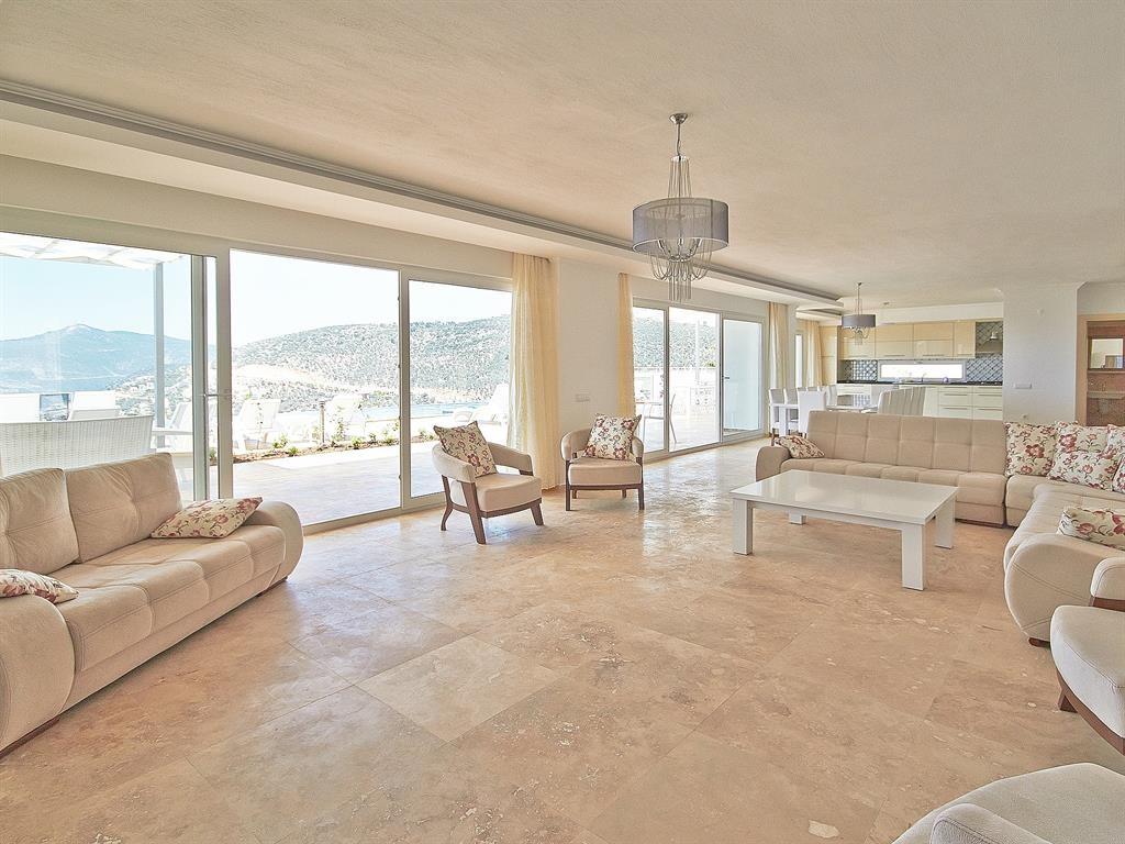 Falcon Exclusive Lounge