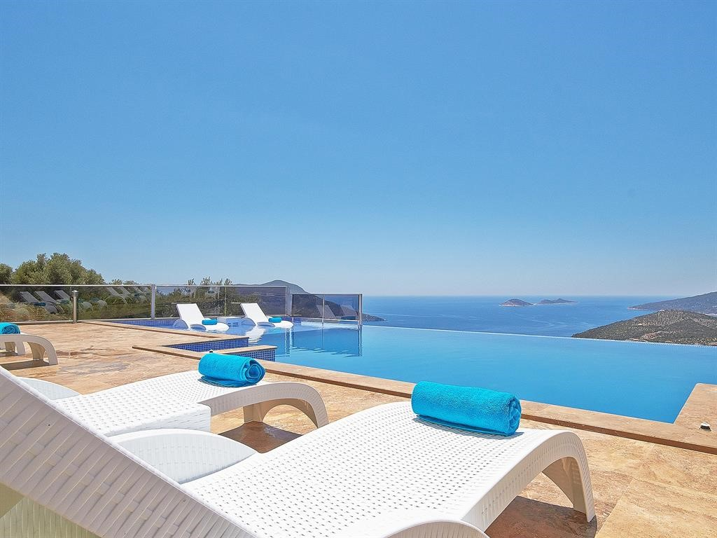 Falcon Exclusive Pool Terrace