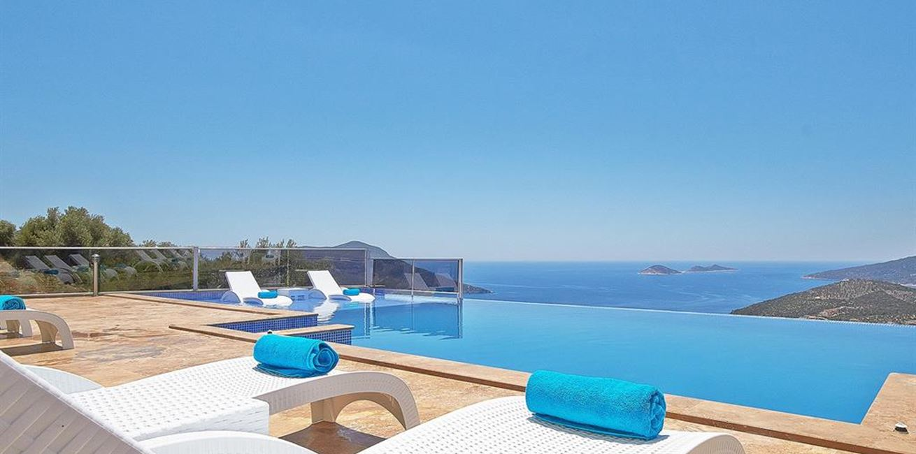 Falcon Exclusive Pool Terrace
