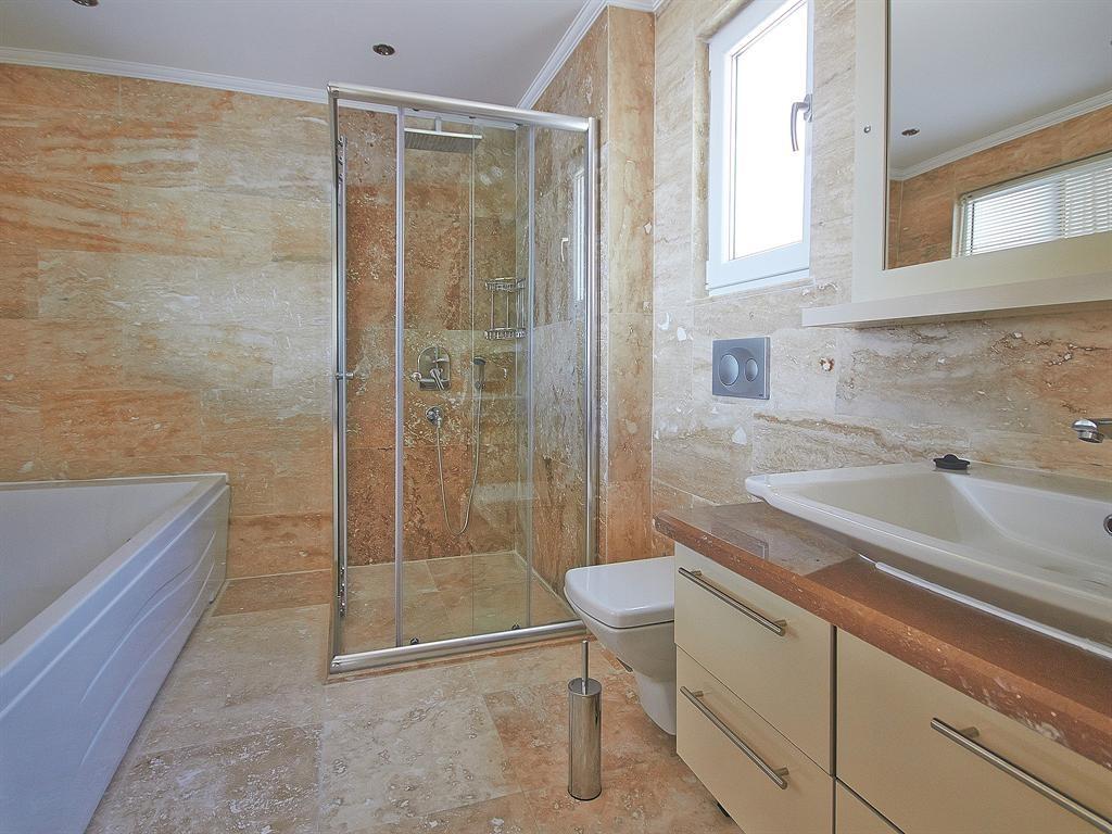 Falcon Exclusive Bathroom