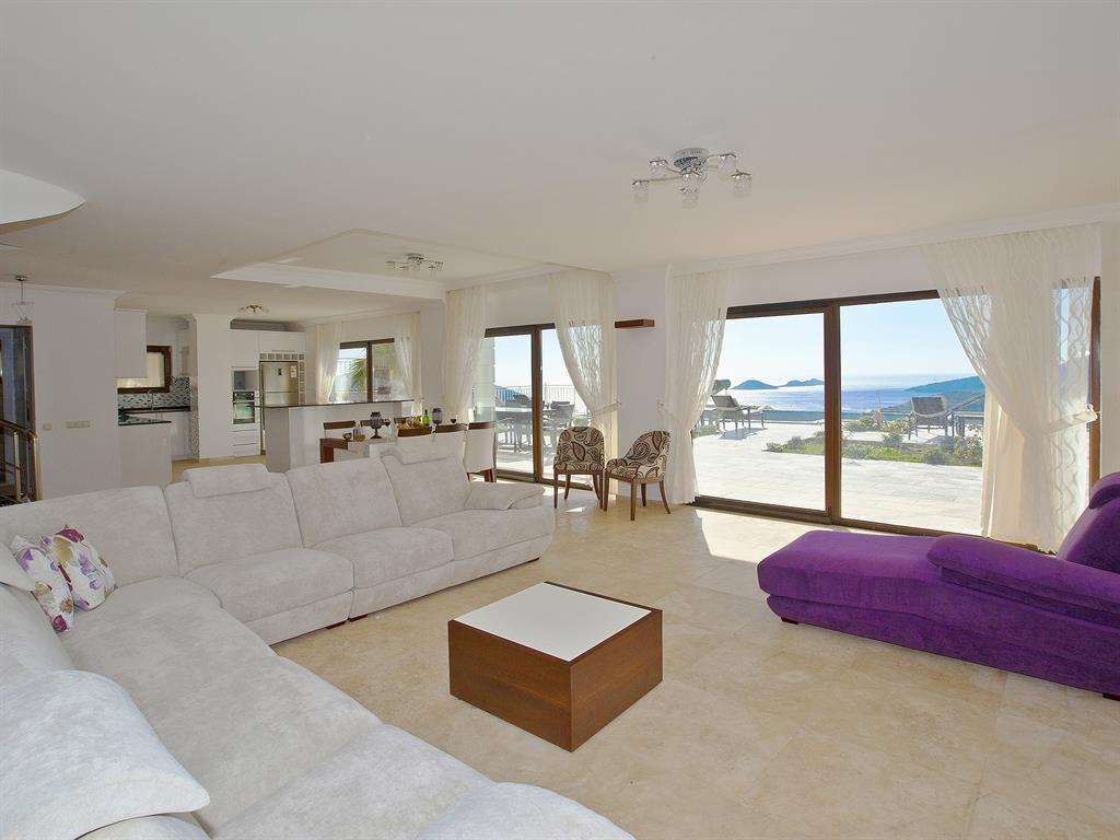 Falcon Lodge Living Area
