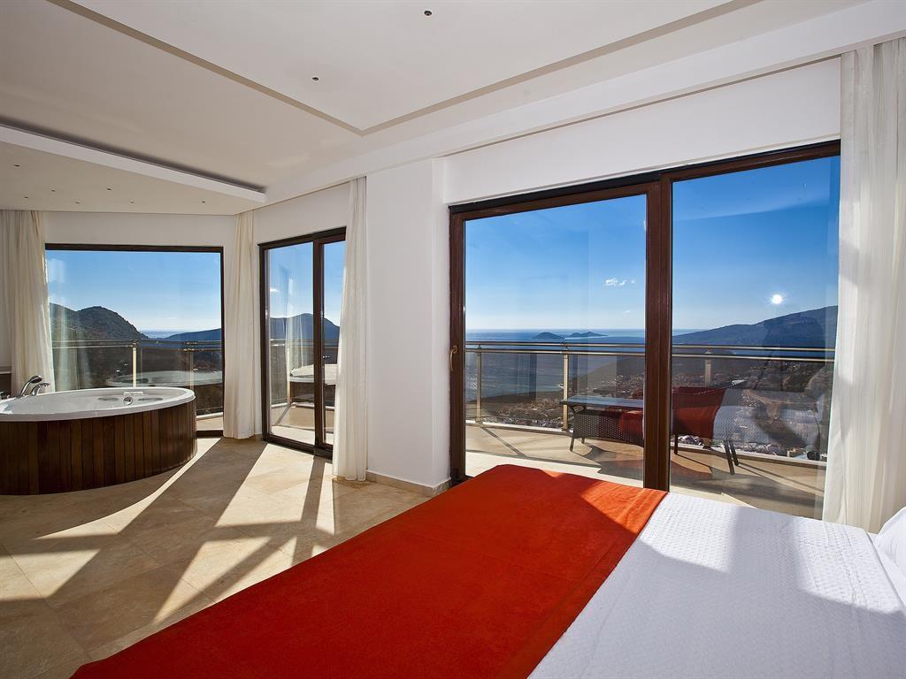Falcon Lodge Master Bedroom