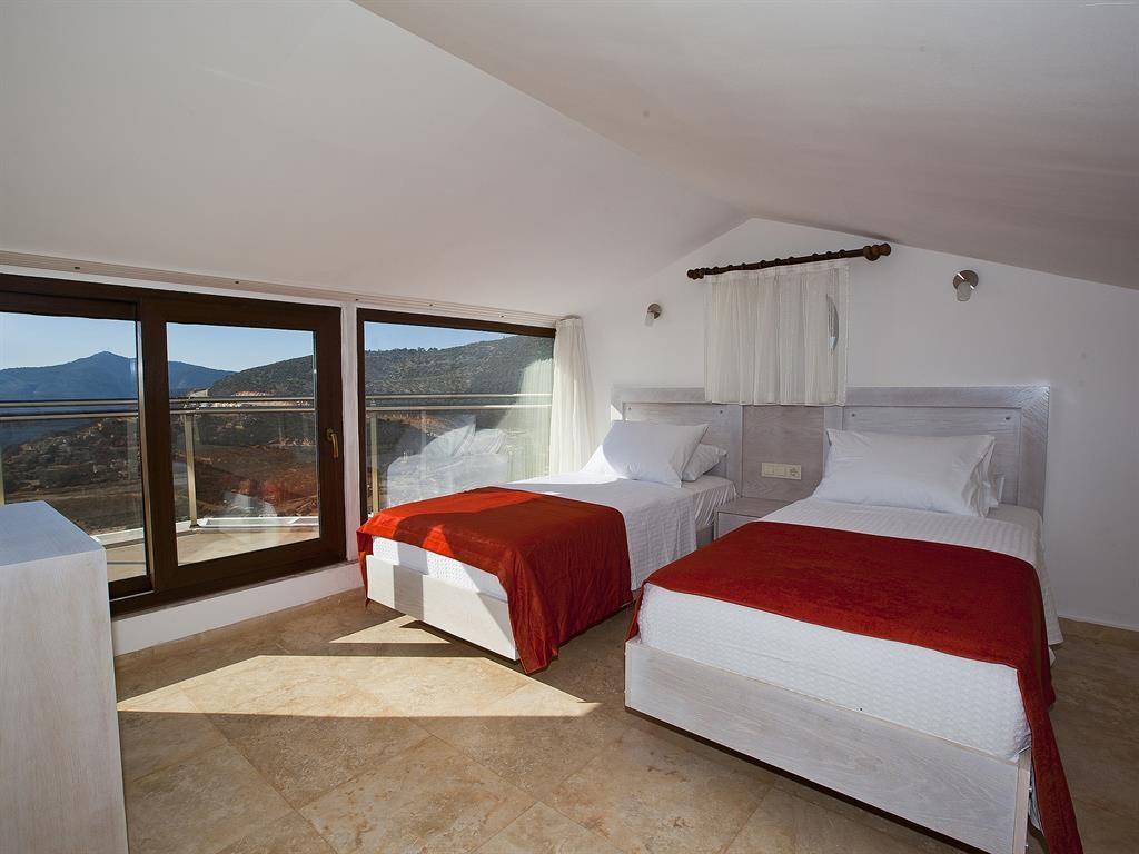 Falcon Lodge Top Floor Bedroom