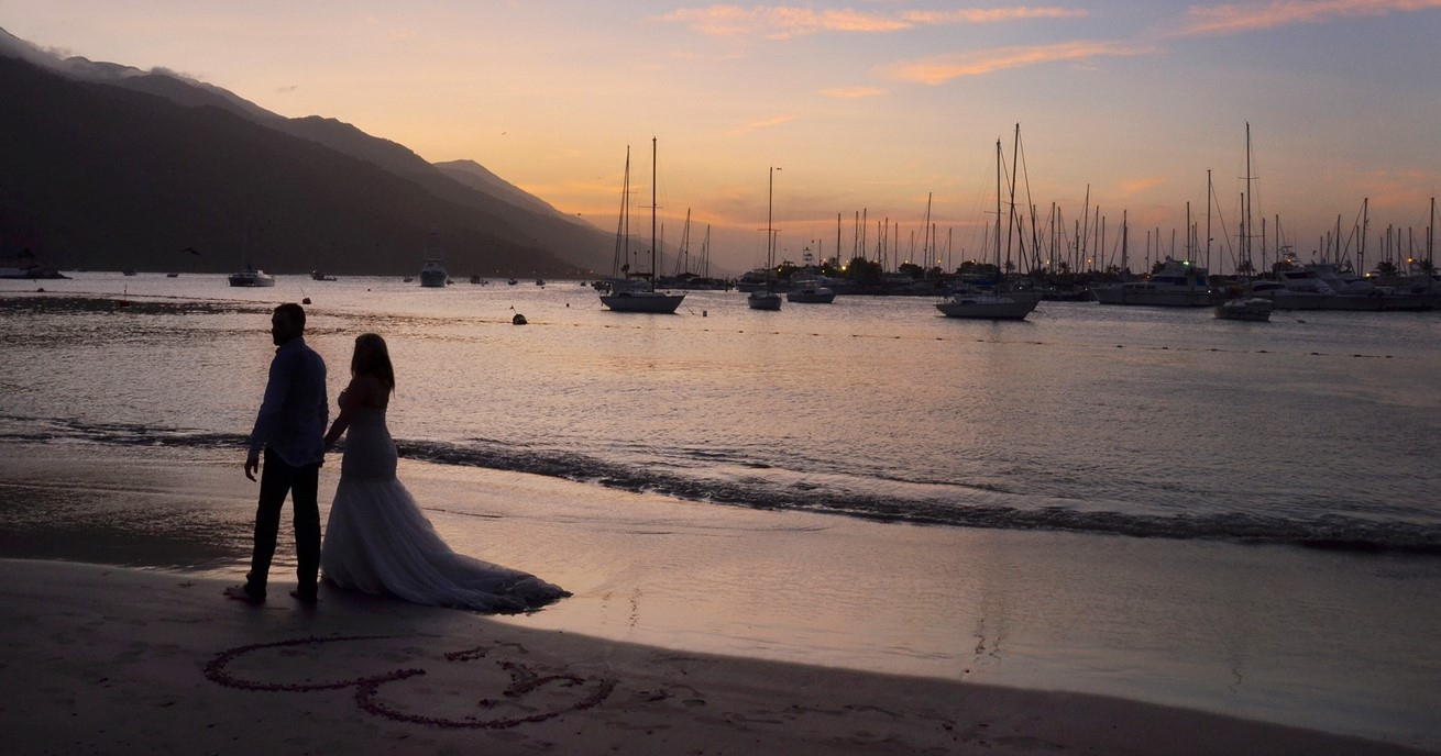 Romantic Wedding Couple 1434873 1920
