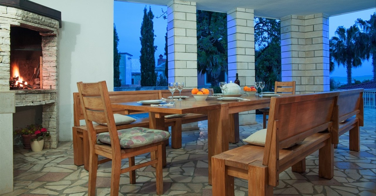Villa Vjeka Bbq And Dining Table