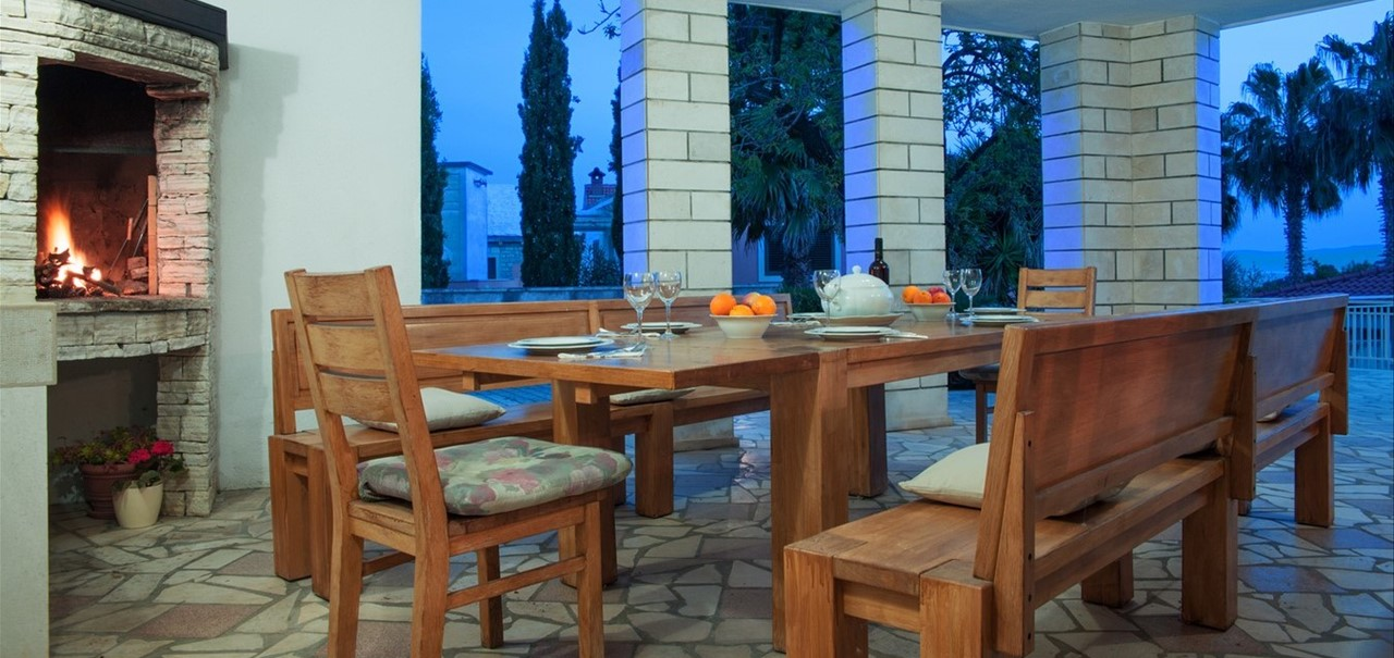 Villa Vjeka Bbq And Dining Table