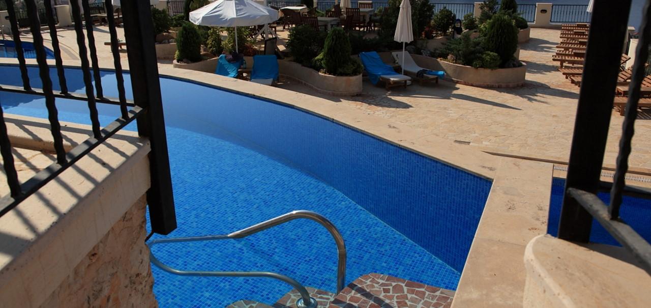 Steps down into infinity pool