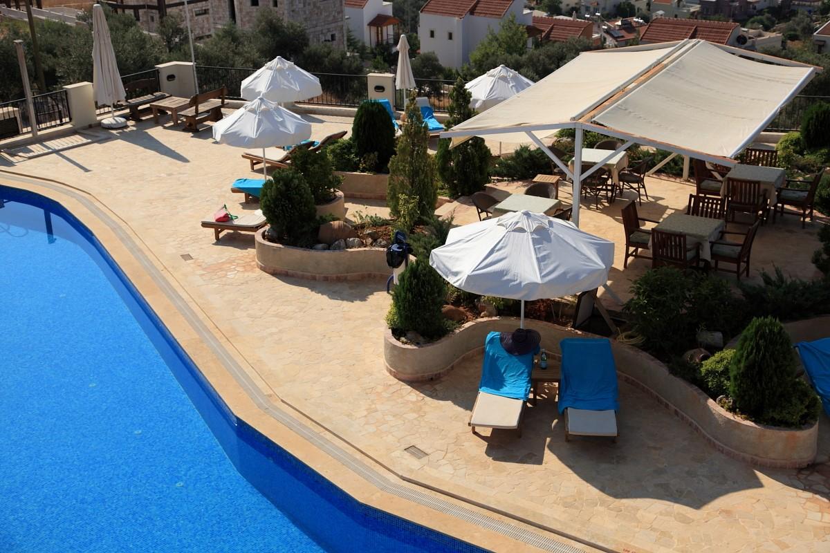 Shared sunbathing terrace