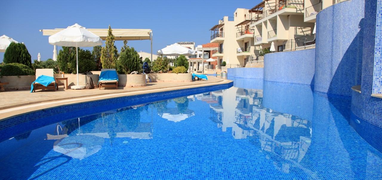 Elvina Apartments And Pool Complex