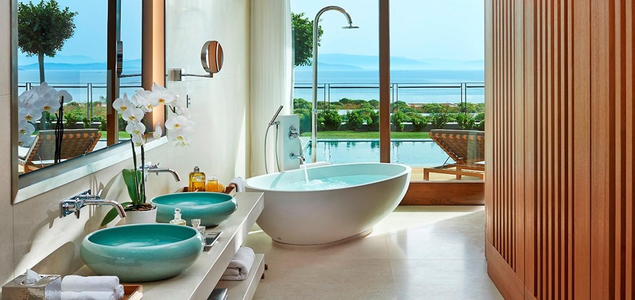 Mandarin Junior Suite Bathroom With View