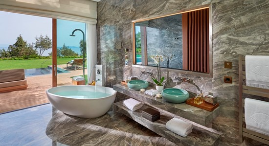 Paradise Bay Suite Bathroom