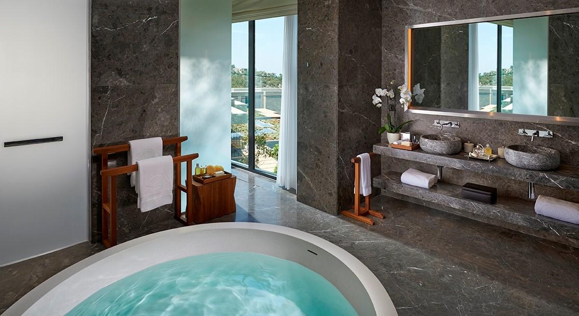 MOBOD Mandarin Villa Master Bedroom Bathroom