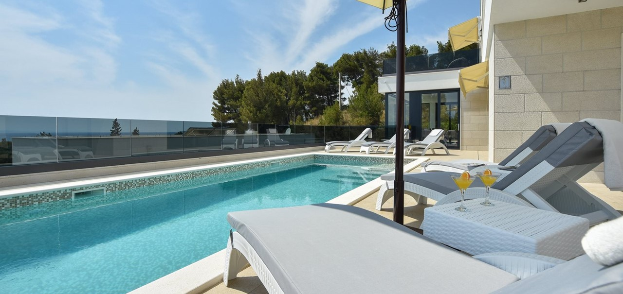 Villa Turquoise Leo With 4 Double Beds Sea Views And