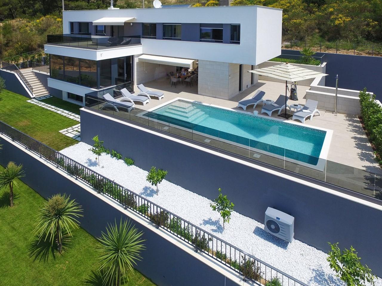 Villa In Brzet 30