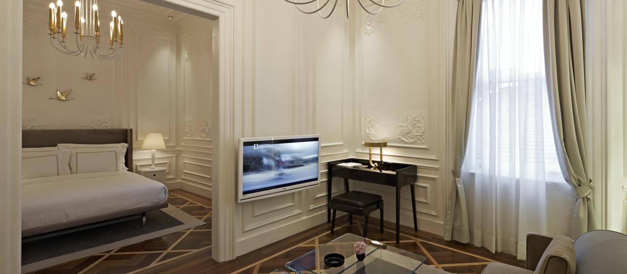The House Hotel Galatasaray Junior Suite Livingroom 2