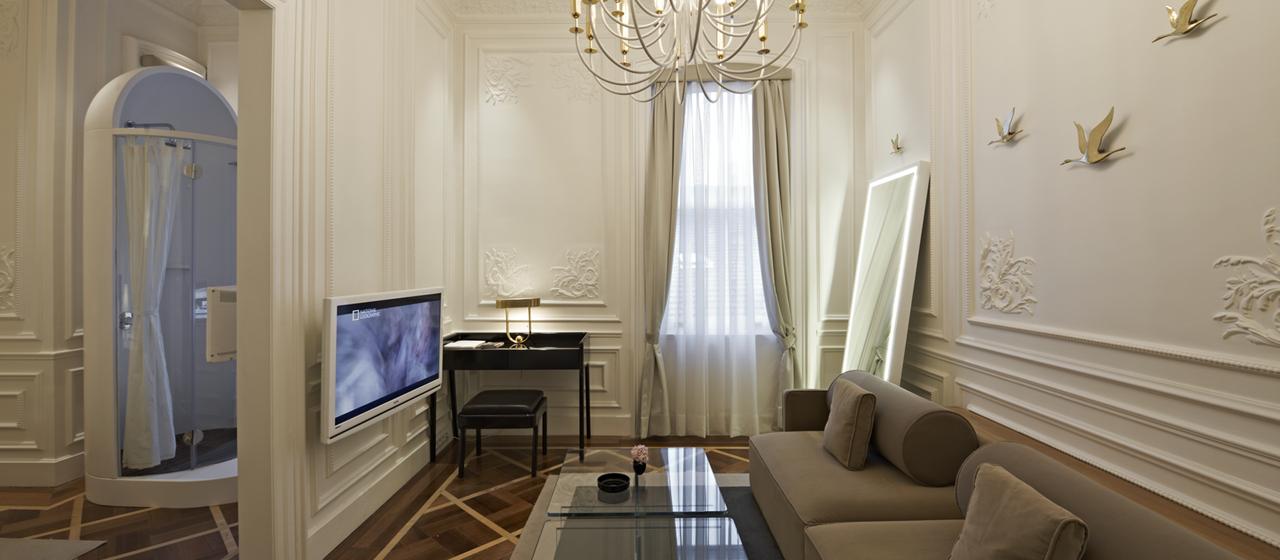 The House Hotel Galatasaray Junior Suite Livingroom