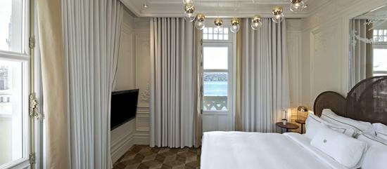 The House Hotel Bosphorus Deluxe Bosphorus Suite Bed Room Web