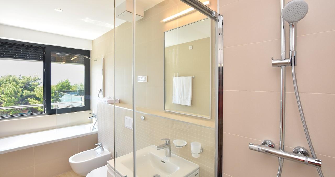 Bath And Shower Ensuite