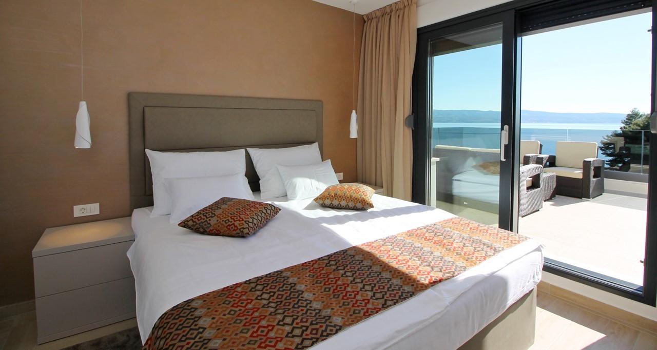 Doubke Bedroom With Balcony