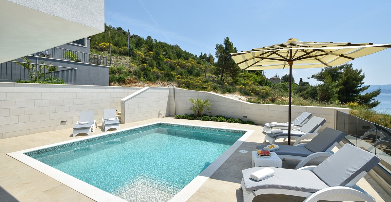 Poolside Mountain View