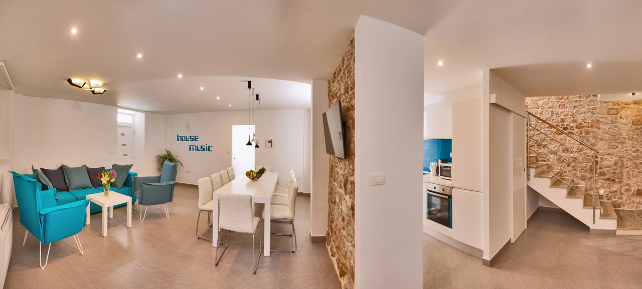 Lounge Dining Kitchen Panorama