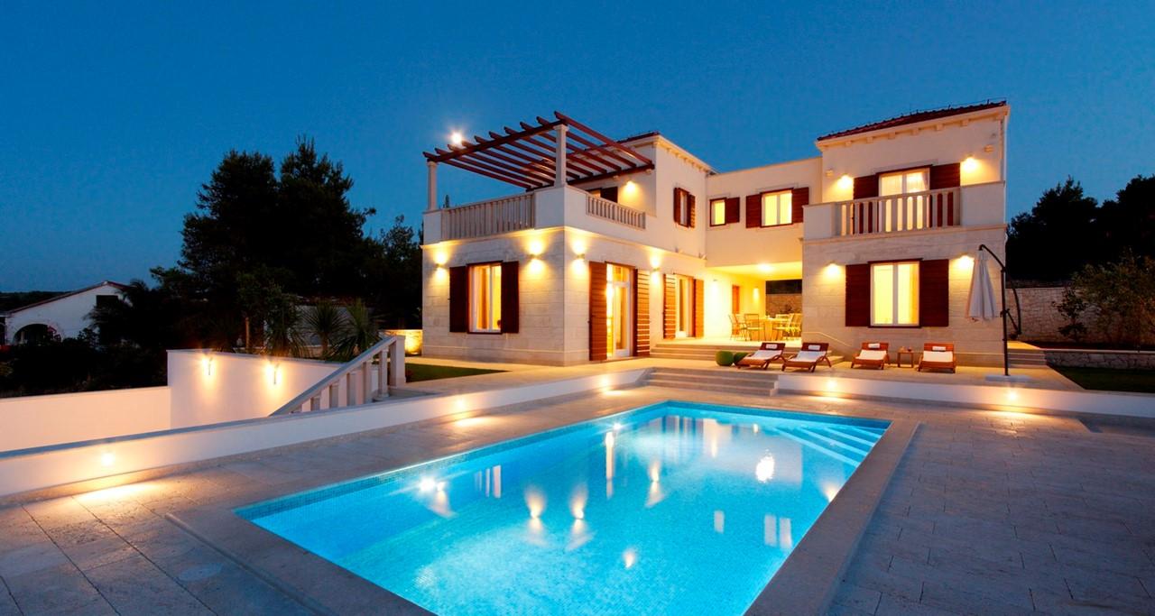 Villa In Splitska 1