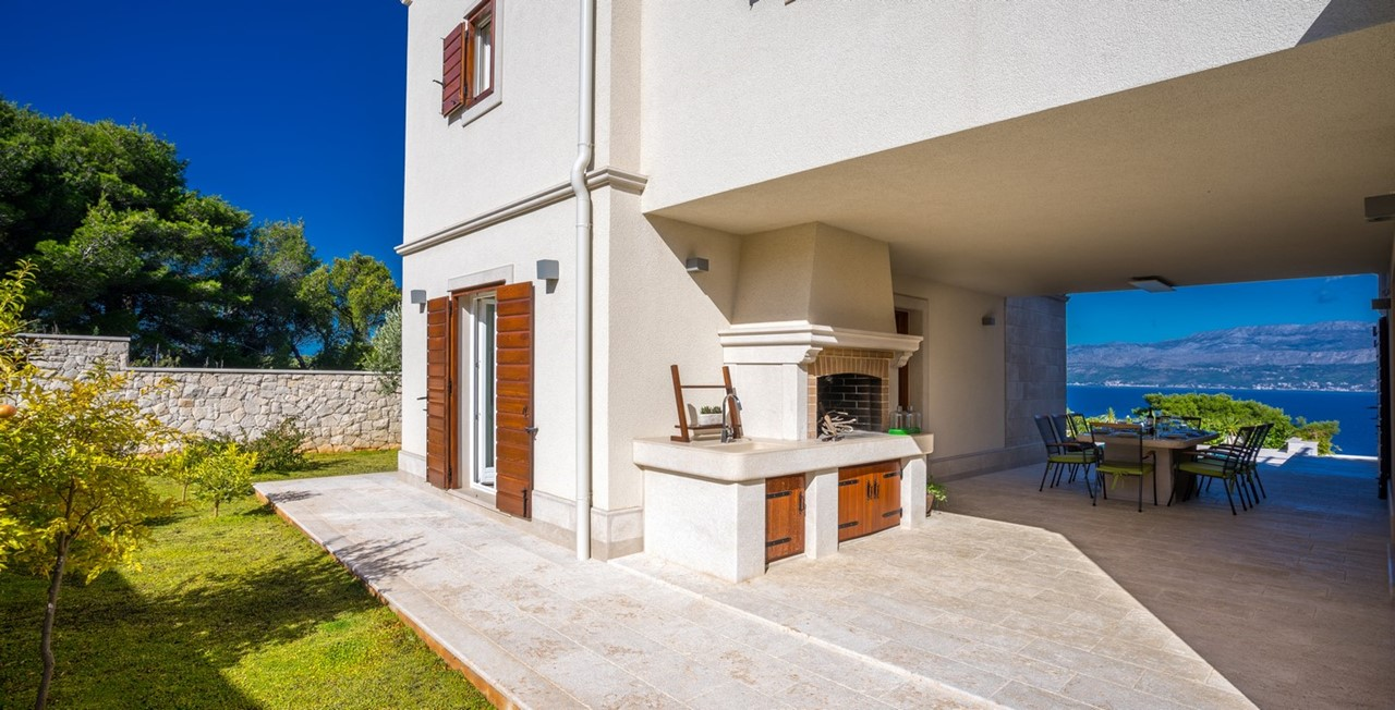 Villa In Splitska 27